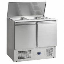 The SA saladette range is an excellent solution for foodservice operators who need a robust food preparation area for their kitchen
